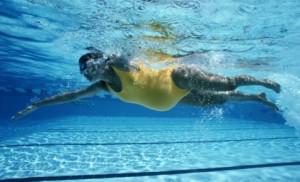 Zwemmen is een goede workout tijdens je zwangerschap