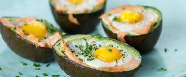 gevulde avocado met ei