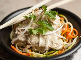 kip pad thai uit de crock-pot