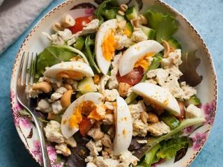 kip-kerrie salade met ei